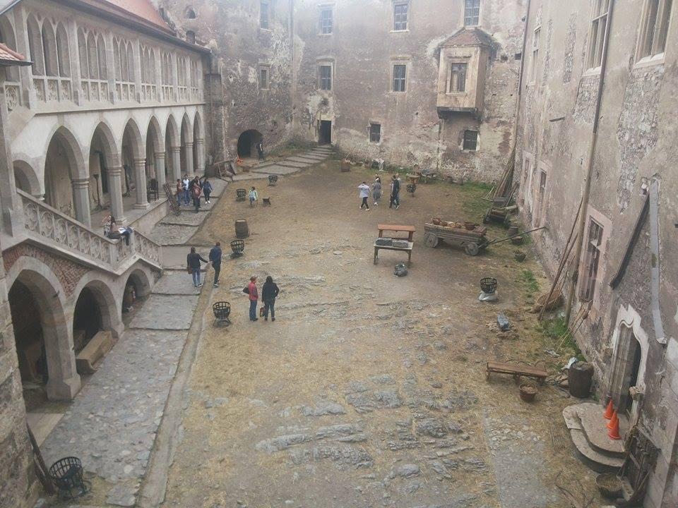 Il castello dei corvino di hunedoara alla scoperta della for Mobili medievali